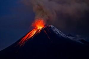 25 жителей Суматры эвакуированы в результате извержения вулкана