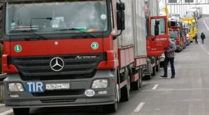 54-х летний водитель фуры умер рядом со своим автомобилем на трассе в Волгограде