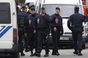 Автомобиль с взрывчаткой обнаружен на севере столицы Франции