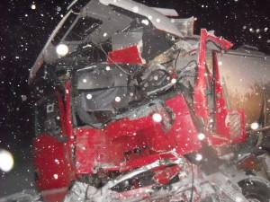 Два человека находятся в тяжелом состоянии в результате столкновения рейсового междугороднего автобуса и молоковоза в Нижегородской области