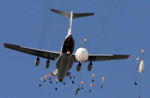 Двое десантников получили ранения при прыжках с парашютом под Псковом