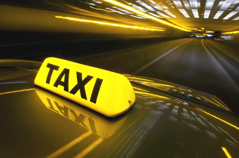Казаки намерены заменить мигрантов за рулем петербургских такси