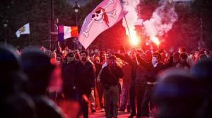 Парижская полиция задержала более 260 участников акции протеста против главы страны