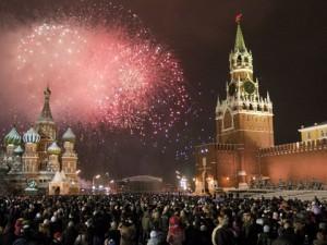 С Новым годом: Более 50-и тысяч жителей Москвы встретили Новый год на улицах центра столицы