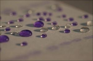 Ученым удалось создать водонепроницаемую бумагу