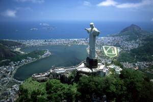 Удар молнии повредил статую Христа-Искупителя в Рио-де-Жанейро