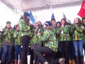Волонтер эстафеты Сочинской Олимпиады в Ростове позвал избранницу замуж со сцены