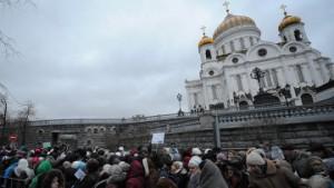 Зафиксирована 5-и часовая очередь у храма Христа Спасителя к Дарам волхвов