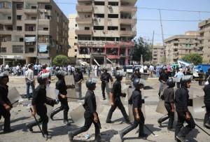 Египетские полицейские низкого ранга требуют более высоких зарплат