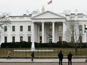 Мужчина попытался перелезть через ограду Белого дома