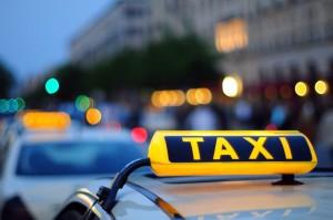 Таксист, который пытался ограбить клиентку выпал из окна ее квартиры