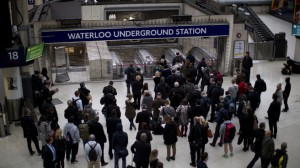 Пассажиры Лондонского метро остались без транспорта