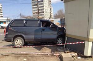 Микроавтобус сбил четыре человека на остановке в Хабаровске