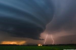 Мощный торнадо забрал жизни уже 18 американцев