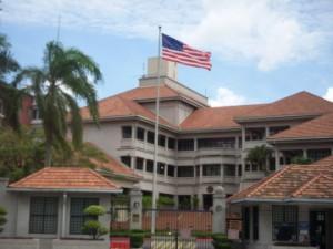 Мусульмане Малайзии проводят акции протеста против визита главы Соединенных Штатов
