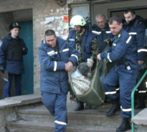 Мужчина упал в шахте лифта в столице и погиб
