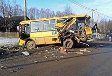 Пьяный водитель врезался в автобус со школьниками в Приморье