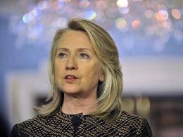 В Хилари Клинтон во время выступления бросили ботинок