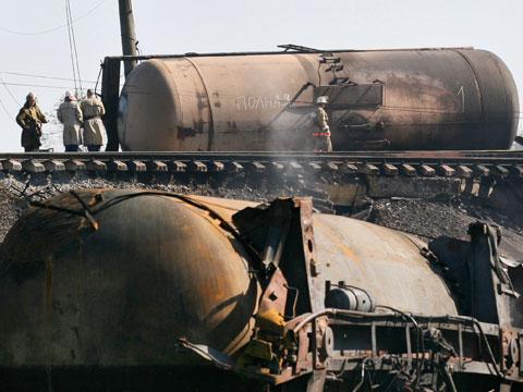 В Татарстане 12 цистерн грузового поезда сошли с рельсов