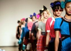 Активисты молодёжного проекта «Сеть» провели в Севастополе показ одежды «Русская Весна»