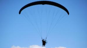 Родители сбросили 11-месячную дочь на парашюте