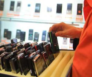 Столичный салон сотовой связи обчистили на 702 000 рублей
