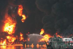 У берегов Японии взорвался танкер