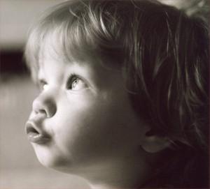 Ученым известно, почему человек плохо помнит раннее детство