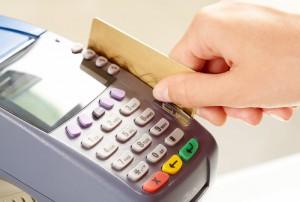 За отказ принимать банковские карты магазины будут штрафовать