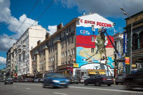 «Сеть» Москвы представила граффити «Вернули свое»
