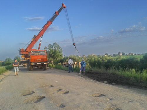 Под Великим Новгородом перевернулся Камаз груженый камнем
