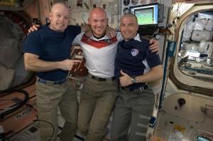 Американские астронавты побрились наголо, когда проиграли спор на ЧМ – 2014