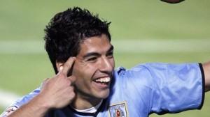 Луиса Суареса, форварда сборной Уругвая могут дисквалифицировать, за то, что укусил игрока итальянской борной