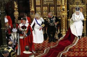 Мальчик упал в обморок во время выступления королевы