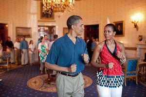Президент Америки Обама устоит своих дочерей на низкооплачиваемую работу
