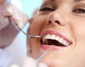 Стоматологи теперь могут лечить зубы без применения пломб