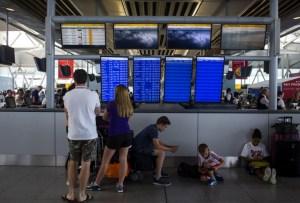 Около трех сотен россиян застряли в аэропорту Таль - Авива из - за отмены рейсов
