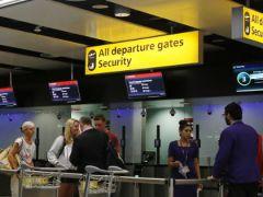 В США запретили проносить в самолеты разряженные гаджеты