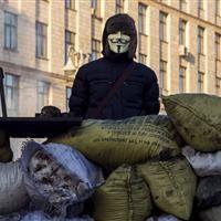 На майдане начали возводить новые баррикады