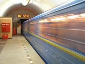 Попытка самоубийства не удалась: москвич в метро хотел покончить с собой в день рождения