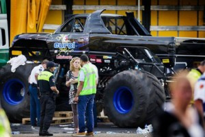 На авто шоу в Нидерландах грузовик Monster Truck въехал в толпу