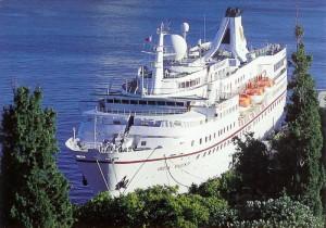 Немецкий лайнер, проигнорировав санкции побывал в Крыму