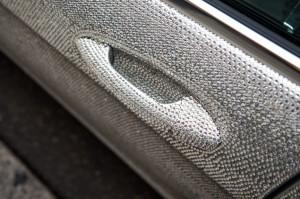 Россиянка украсила Mercedes стразами от Swarovski