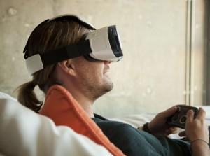 Samsung презентовал шлем виртуальной реальности Gear VR