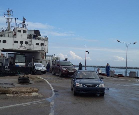 Керченская переправа функционирует в ограниченном режиме