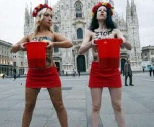 В Милане активистки Femen облились вином