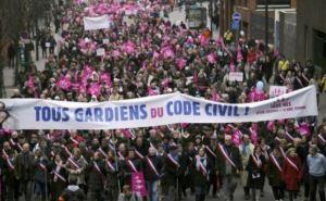 Во Франции прошли многотысячные протесты против однополых браков