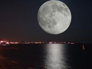 Земляне смогут увидеть сразу два затмения