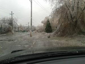 Из аномальных погодных условий на Украине более 100 населенных пунктов обесточены