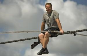 В Чикаго канатоходец прошел между небоскребами по тросам